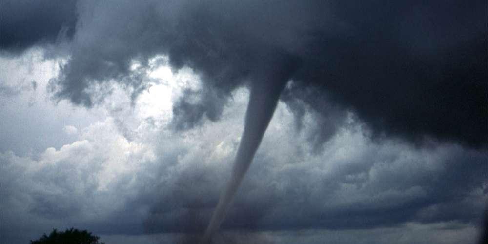 Incredible First-Person Video as Tornado Slams Into Joplin Convenience Store