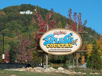 Lesbian Forced To Turn Pro-Gay Marriage Shirt Inside-Out At DollyWood