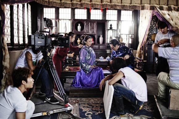 these-20-award-winning-photos-14, world press photo, hengdian world studios, world press photo contest, chinese hollywood, chollywood, chinese actress, chinese tv show