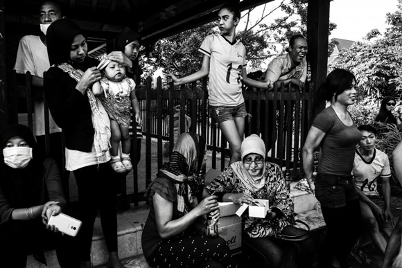 these-20-award-winning-photos-13, world press photo, world press photo contest, shinta ratri, transgender, transgender boarding school, indonesia, transgender school indonesia