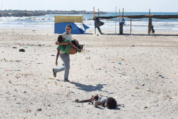 these-20-award-winning-photos-4, World Press Photo, Palestine, Palestinian, Palestinian victim, Palestinian bombing victim, Israel bombing victim, Israel bombing, gaza, gaza bombing