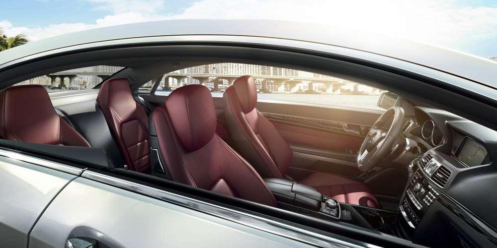 Mercedes 3-Layer Safety Glass Defeats Brick Wielding Thief