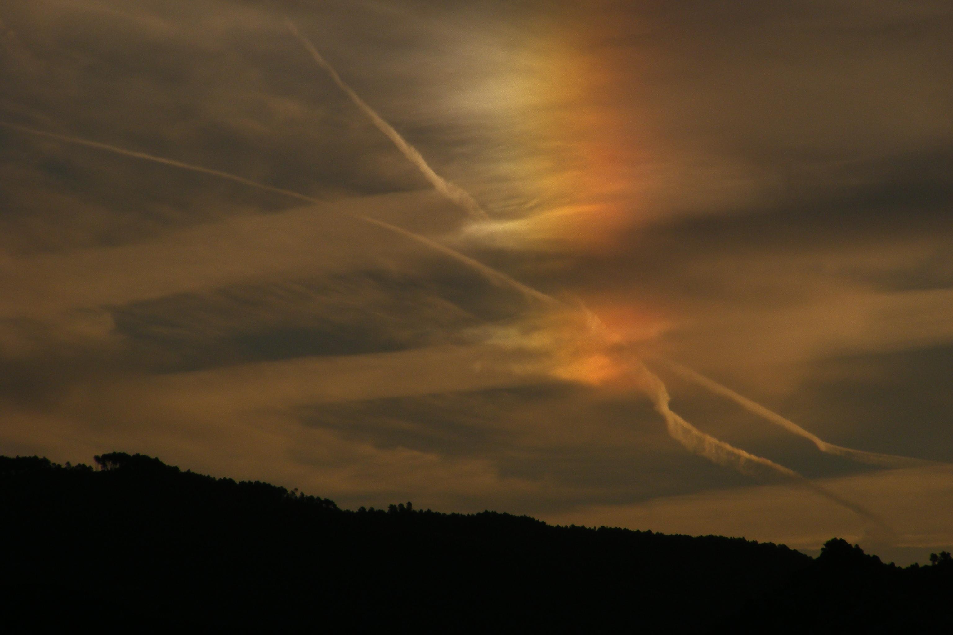 fire rainbow, circumhorizontal arc, science, clouds