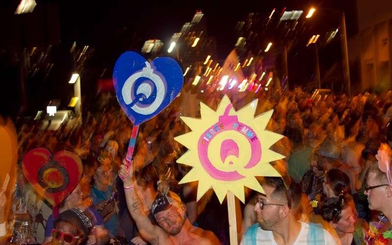 Parada do Orgulho: Símbolo de Protesto LGBT Ou Adulação Corporativa Sem Vergonha?