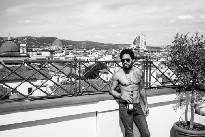 Hilarious Reactions To Lenny Kravitz Exposing Himself On Stage (NSFW)