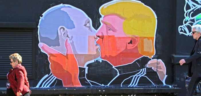 Donald Trump and Vladimir Putin Kiss In Public