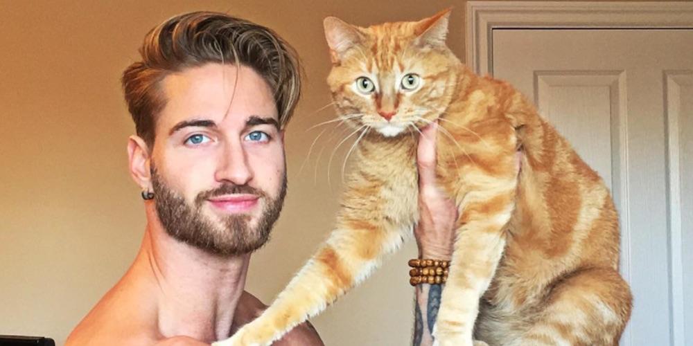 Esse Gostoso Sem Camisa Ama Muito Seu Gato (Vídeo)