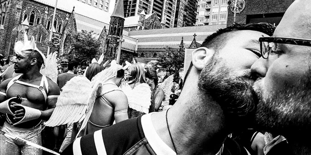 Images of Gay Rugby Players Kissing and Wearing Drag Win World Photo Competition (Photos)