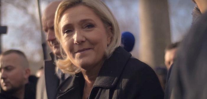 Marine Le Pen supprimerait le mariage et l'adoption pour les couples de même sexe une fois arrivée au pouvoir