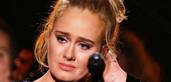 Aux Grammys, Adele lance un juron, s'excuse et reprend son hommage à George Michael