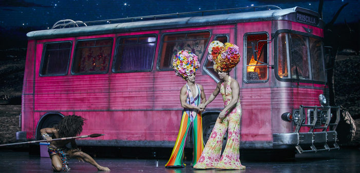 La comédie musicale 'Priscilla Folle du Désert' à plein régime au Casino de Paris (photos)