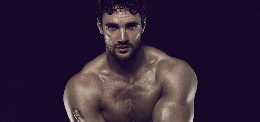 La Estrella de Rugby Thom Evans Posó Desnudo a Favor de la Salud Sexual (NSFW)