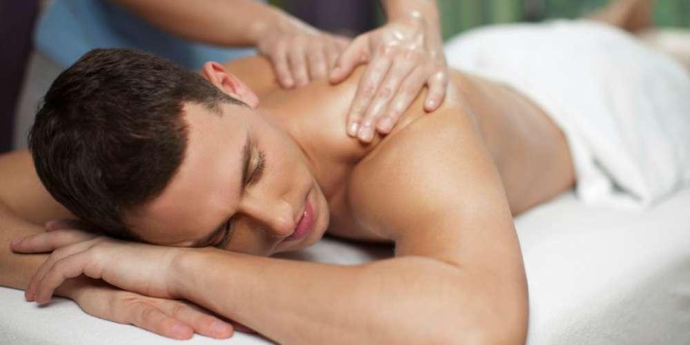 Montréal Sex Workers Speak Out Against Efforts to Shut Down the City's Massage Parlors