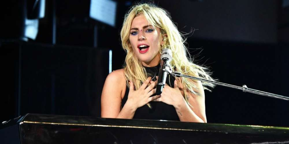 Lady Gaga dévoile une toute nouvelle chanson, 'The Cure', au festival Coachella