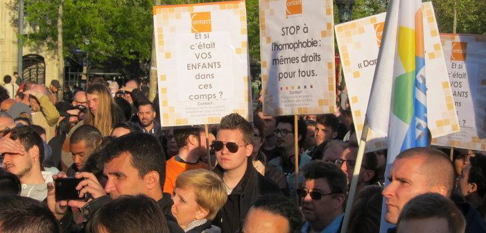 Paris se rassemble en solidarité avec les LGBT tchétchènes victimes de la répression homophobe