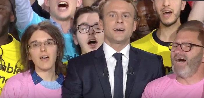 Emmanuel Macron prend la défense des familles homoparentales lors de son dernier grand meeting