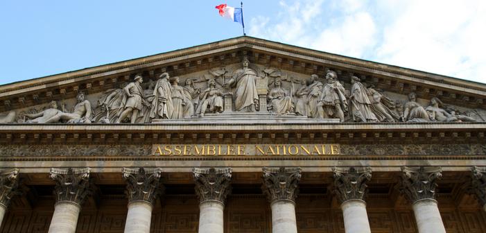 Sur France Inter, Sophia Aram fustige les députés homophobes qui briguent une réélection