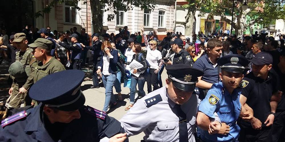 Homophobic Protesters Interrupted the IDAHOT March in Kherson, Ukraine