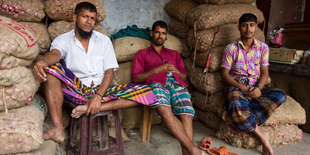 27 hommes soupçonnés d'être gay ou bi ont été arrêtés au Bangladesh