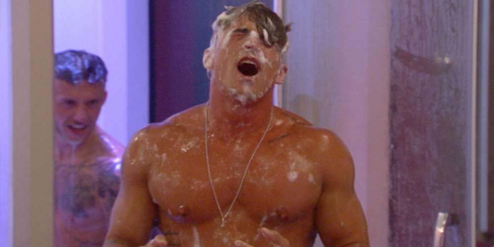 'Big Brother UK' Hunks Soap Each Other Up During Shower Threesome