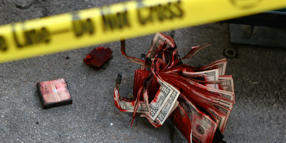 'Comedian' Bank Robber Runs Naked Down the Street After Sack of Money Explodes