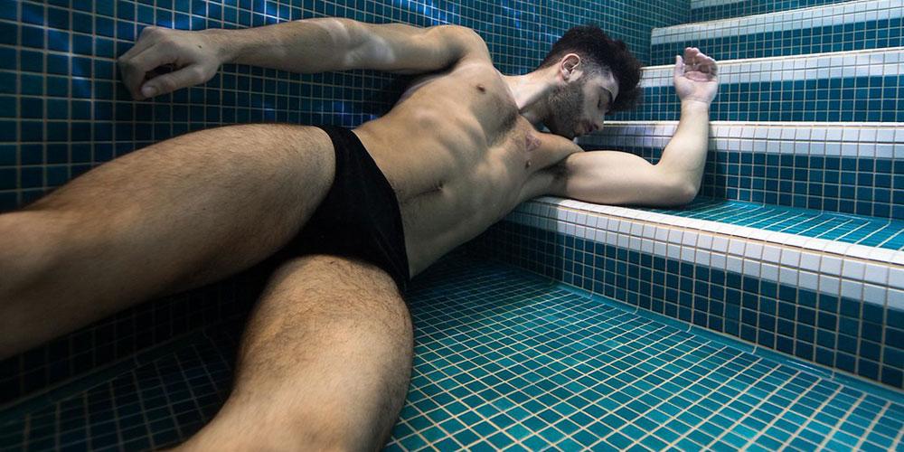 Estas 27 fotos de hombres de belleza submarina te dejarán sin aliento