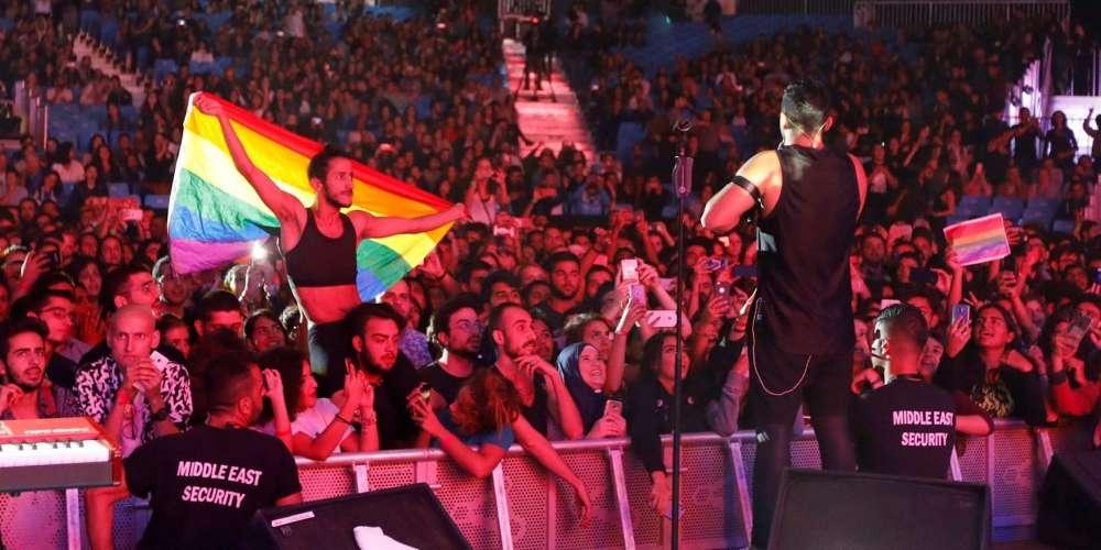 34 egípcios foram presos por levantar a bandeira do arco-íris em um show