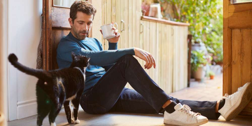 These 20 Pics of Australia's Sexiest Veterinarian Are the Cat's Meow