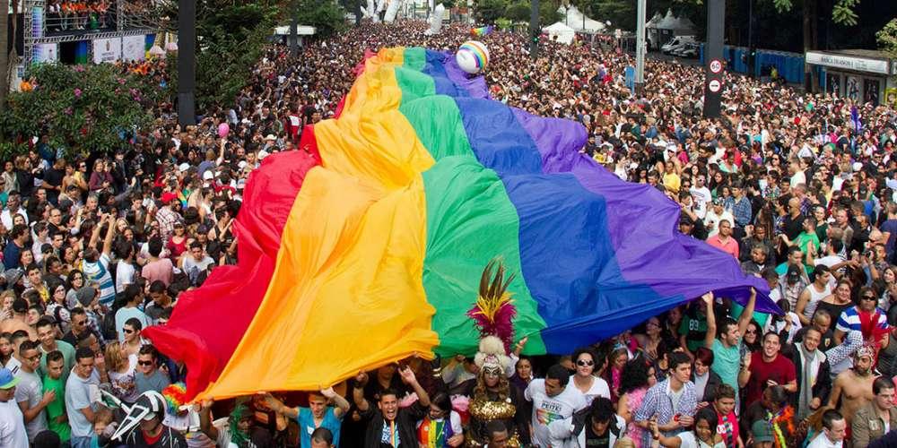 1ª Parada LGBT da cidade Tiradentes discute Estado Laico e religião