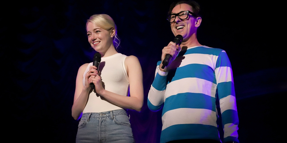 15 Photos of Emma Stone and Alan Cumming Singing Their Hearts Out for a Good Cause in NYC