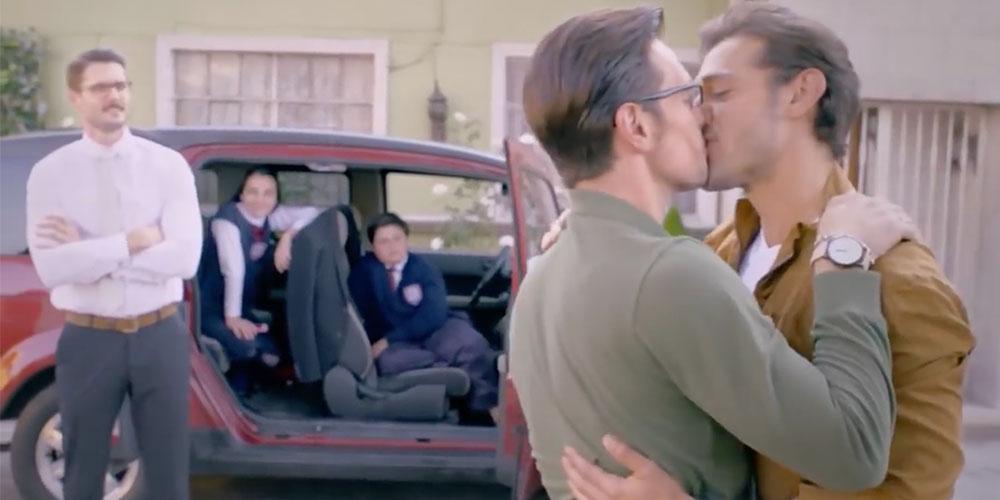 Revive el Primer Beso Gay que Transmitió Televisa y que Dejó a Todos con Ganas de Más
