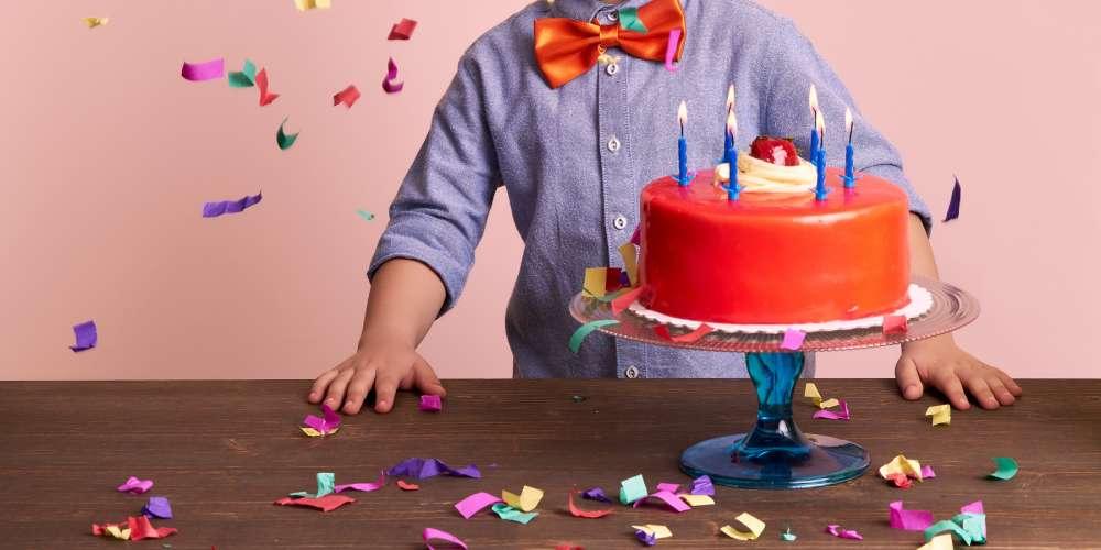 Video de la Celebración de Cumpleaños de un Niño de 12 Años con su Novio se Vuelve Viral