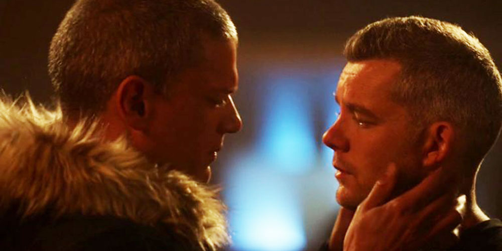 Watch Russell Tovey and Wentworth Miller Kiss in The CW's Crossover Superhero Event
