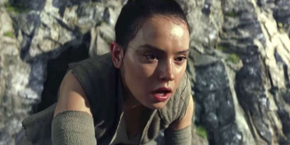 The Critics Are Loving 'The Last Jedi.' Here's What They're Saying