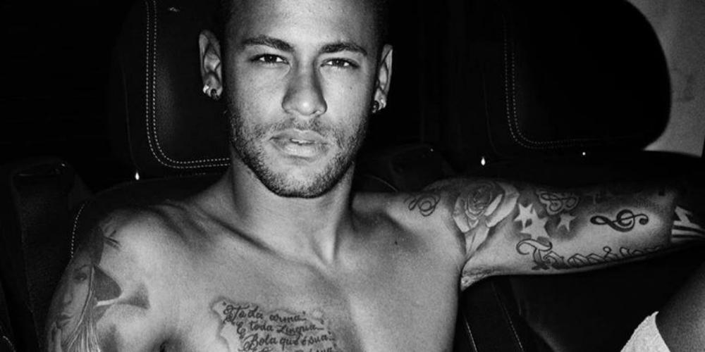 El Jugador de Fútbol Brasileño Neymar Jr. Provoca a sus Fans con Candente Sesión de Fotos