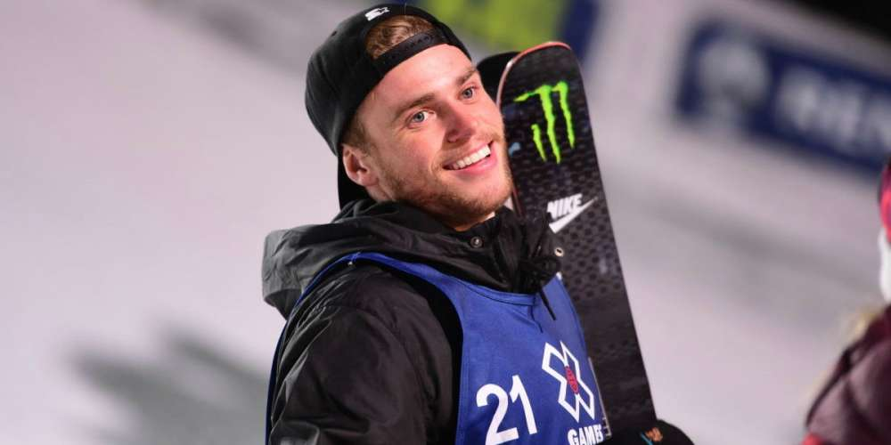After Breaking His Thumb, Gus Kenworthy Throws Expert-Level Shade at Mike Pence