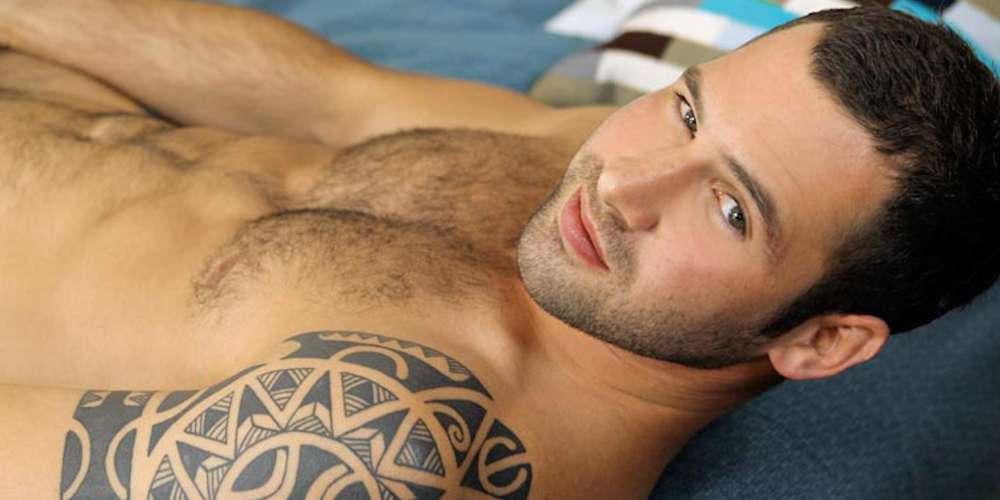 El Prometido del Actor Russell Tovey Tiene un Sexy Pasado en el Porno Gay