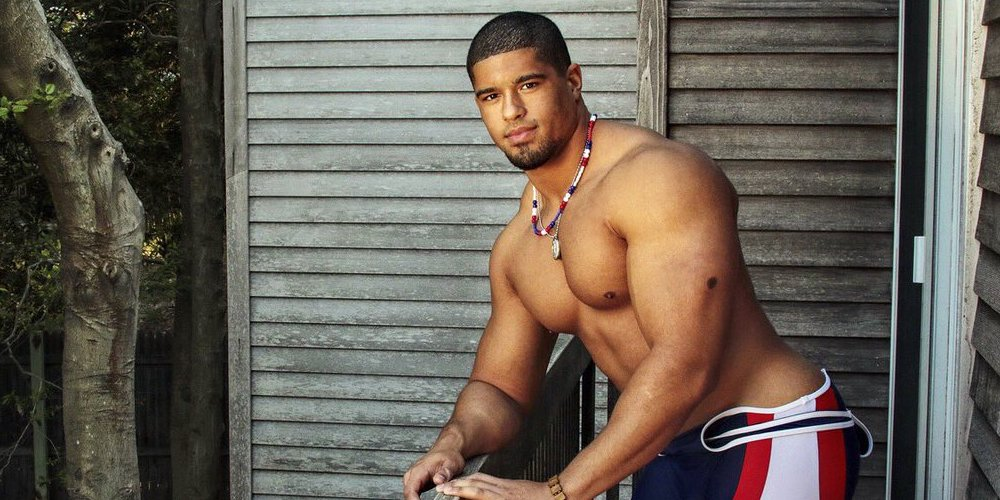 This Pro Wrestler Worried His Teammates Might Not Want to Shower With a Bisexual Man (Video)