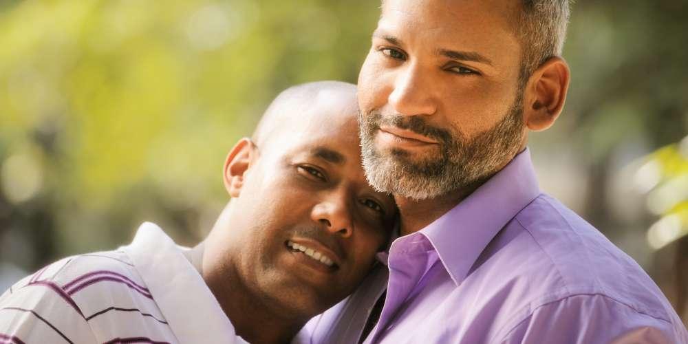 不論你居住的地區同性戀合不合法,我們都想聽聽你的故事!