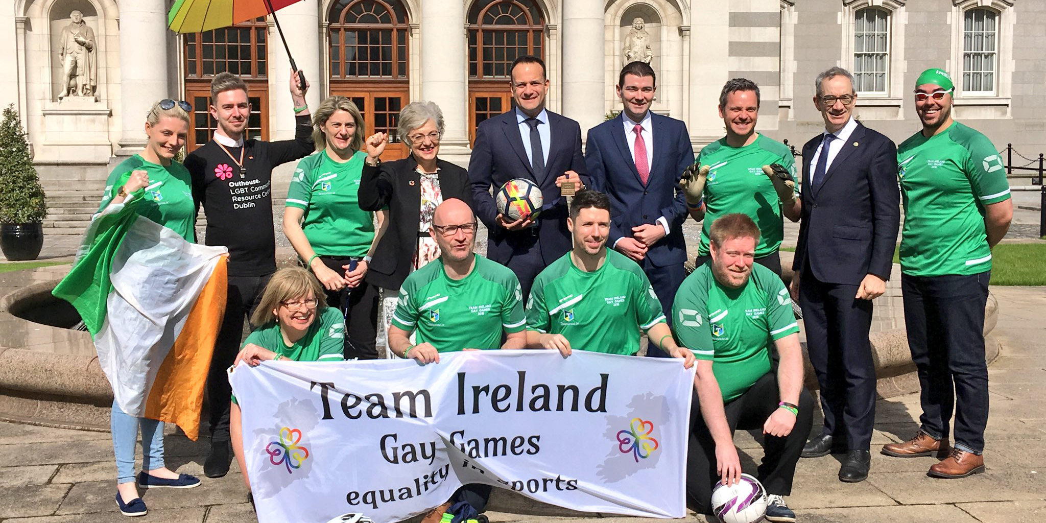 Gay Games: Le premier ministre irlandais pose avec la TeamIreland