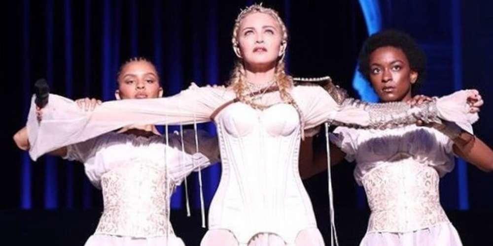 En el Met Gala de Temática Católica, Madonna Interpretó Nueva Música y 'Like a Prayer'