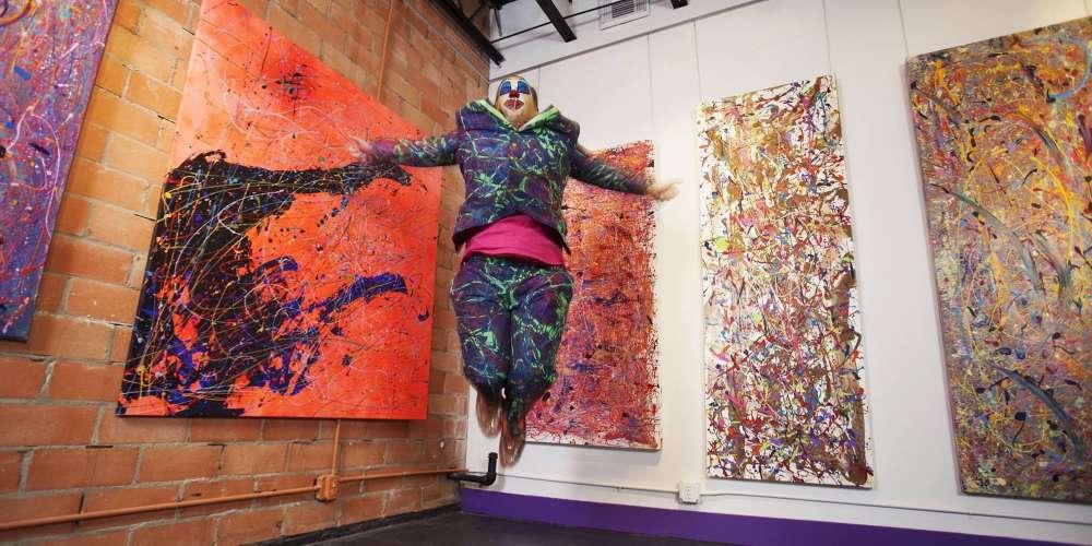Jumper Maybach หรือ 'Jackson Pollock แห่งศตวรรษที่ 21' เฉลิมฉลองความภูมิใจด้วยคอลเลกชันใหม่