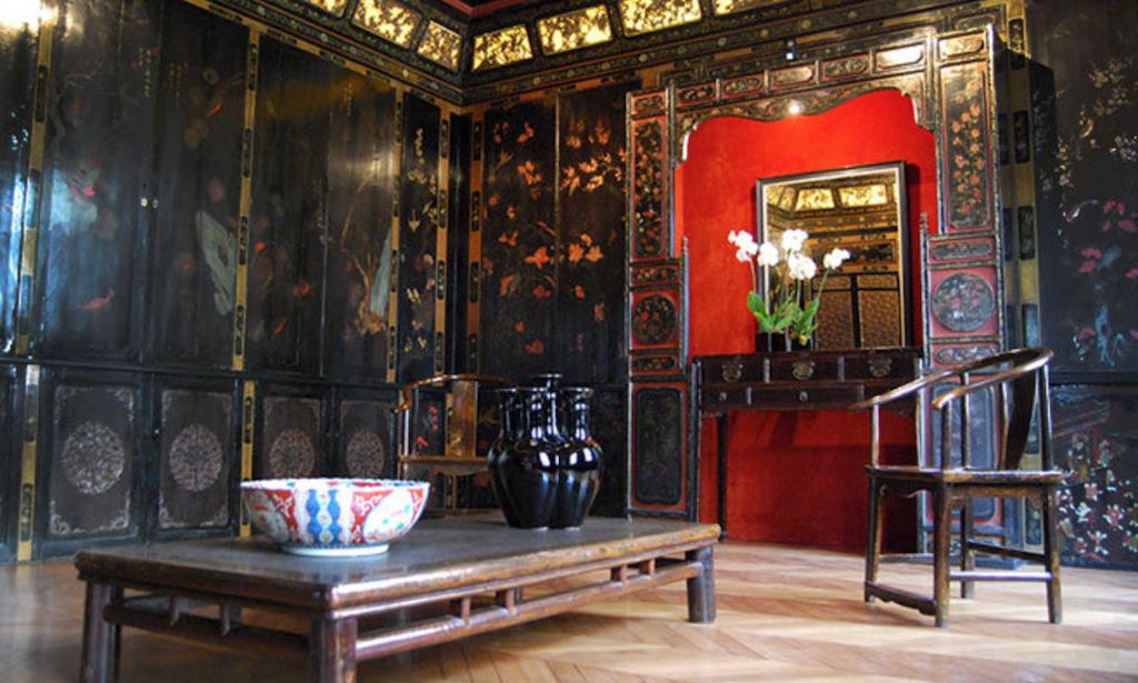 gay paris guide pagoda museum