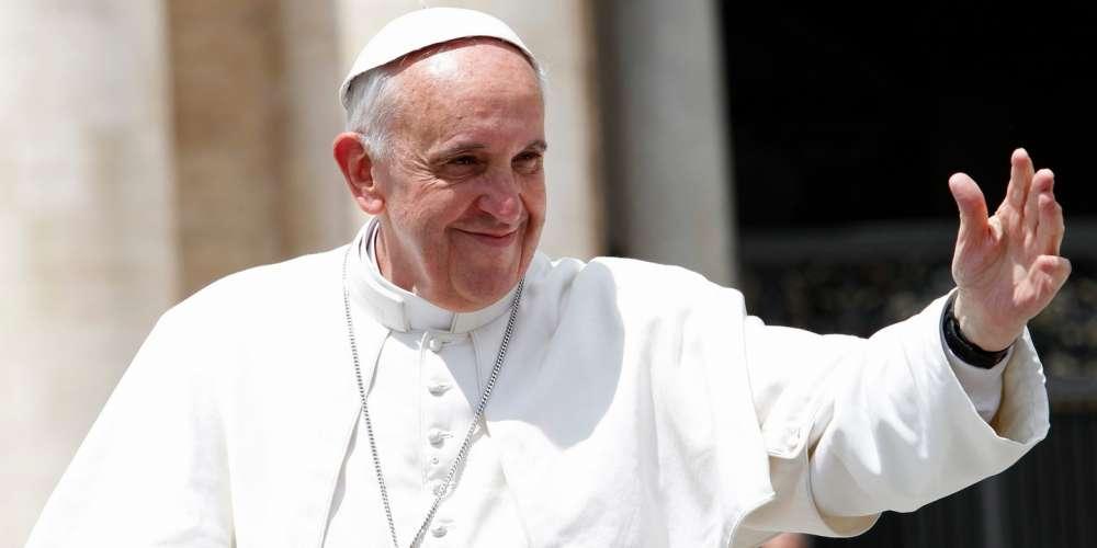 Según Informes, el Papa Francisco le dijo a un Hombre Gay que Dios lo hizo Así y lo Ama por Ello