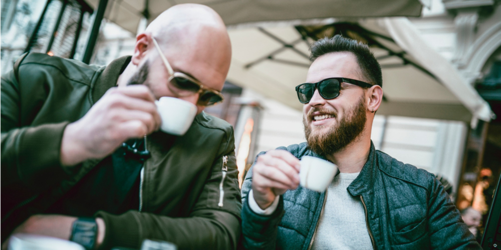 Homens gays, como fazer amigos após os 40