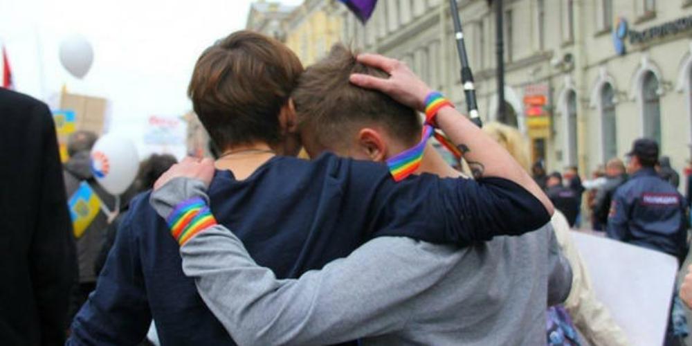 Casal gay atacado na Rússia no primeiro dia da Copa do Mundo está em estado grave