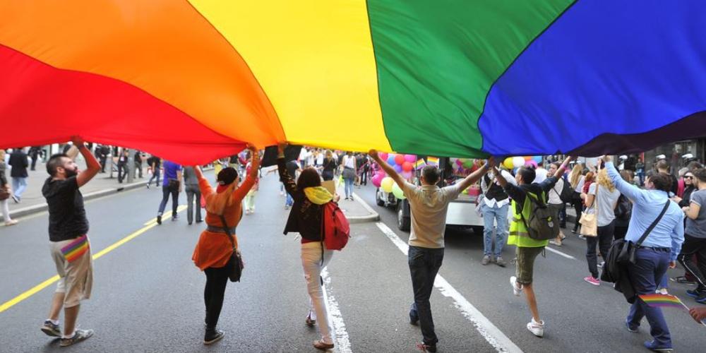 LGBTIs entram com representação contra Estatuto da Família no Ministério Público
