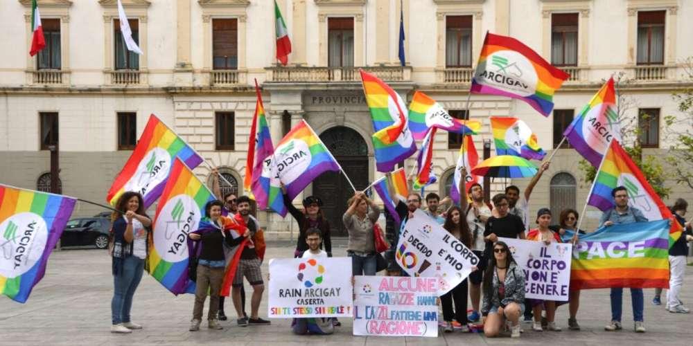 หมู่บ้านหัวหน้ามาเฟียในอิตาลีกำลังถูกแปลงโฉมให้เป็นศูนย์ LGBT แห่งที่สองของประเทศ