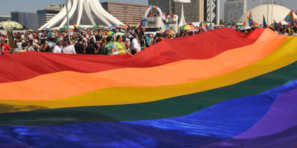 Passageiro será indenizado por empresa de ônibus condenada por homofobia