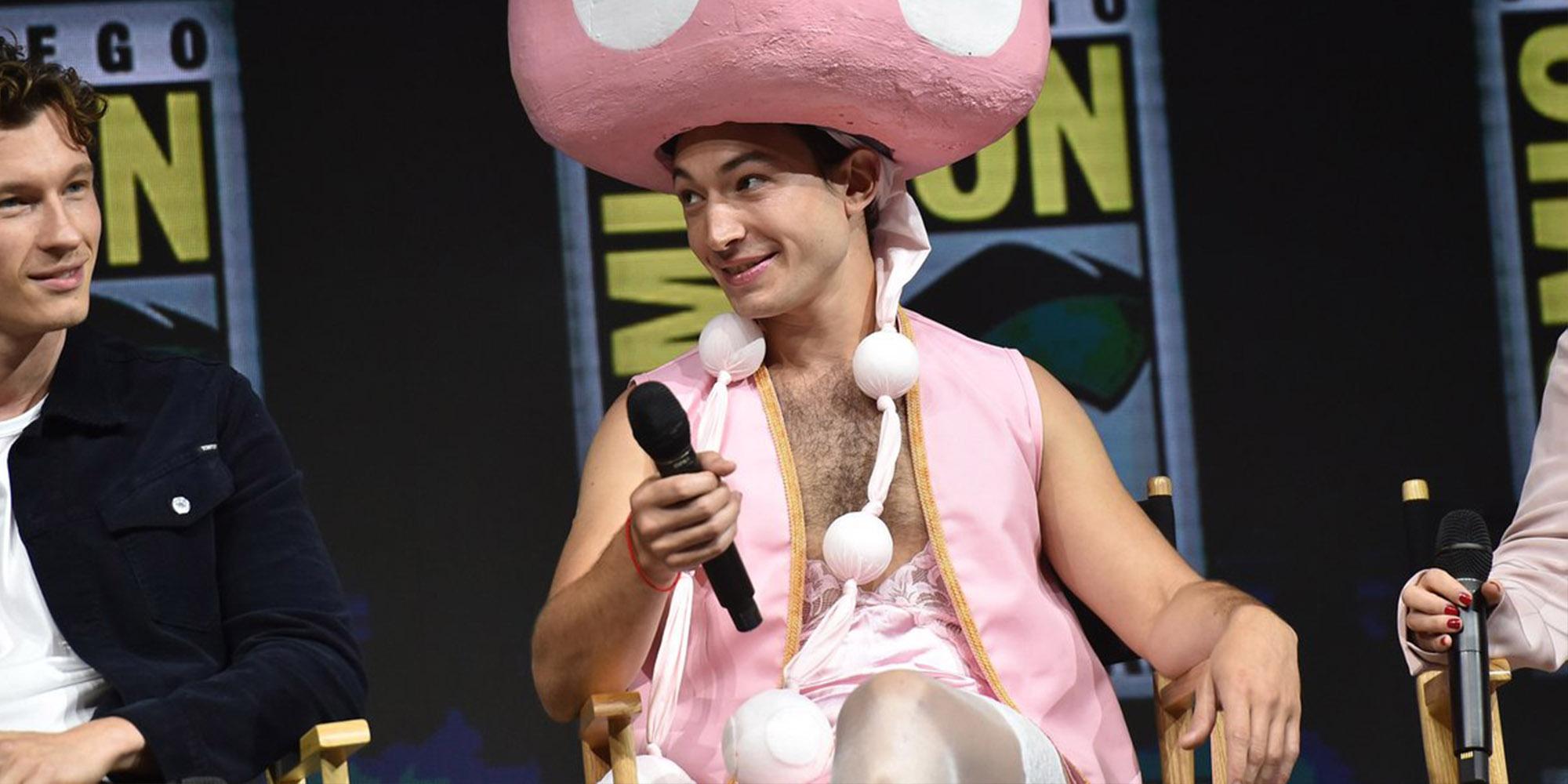 Este fue el Cosplay de 'Toadette' que Usó Ezra Miller para el Comic-Con de este Año